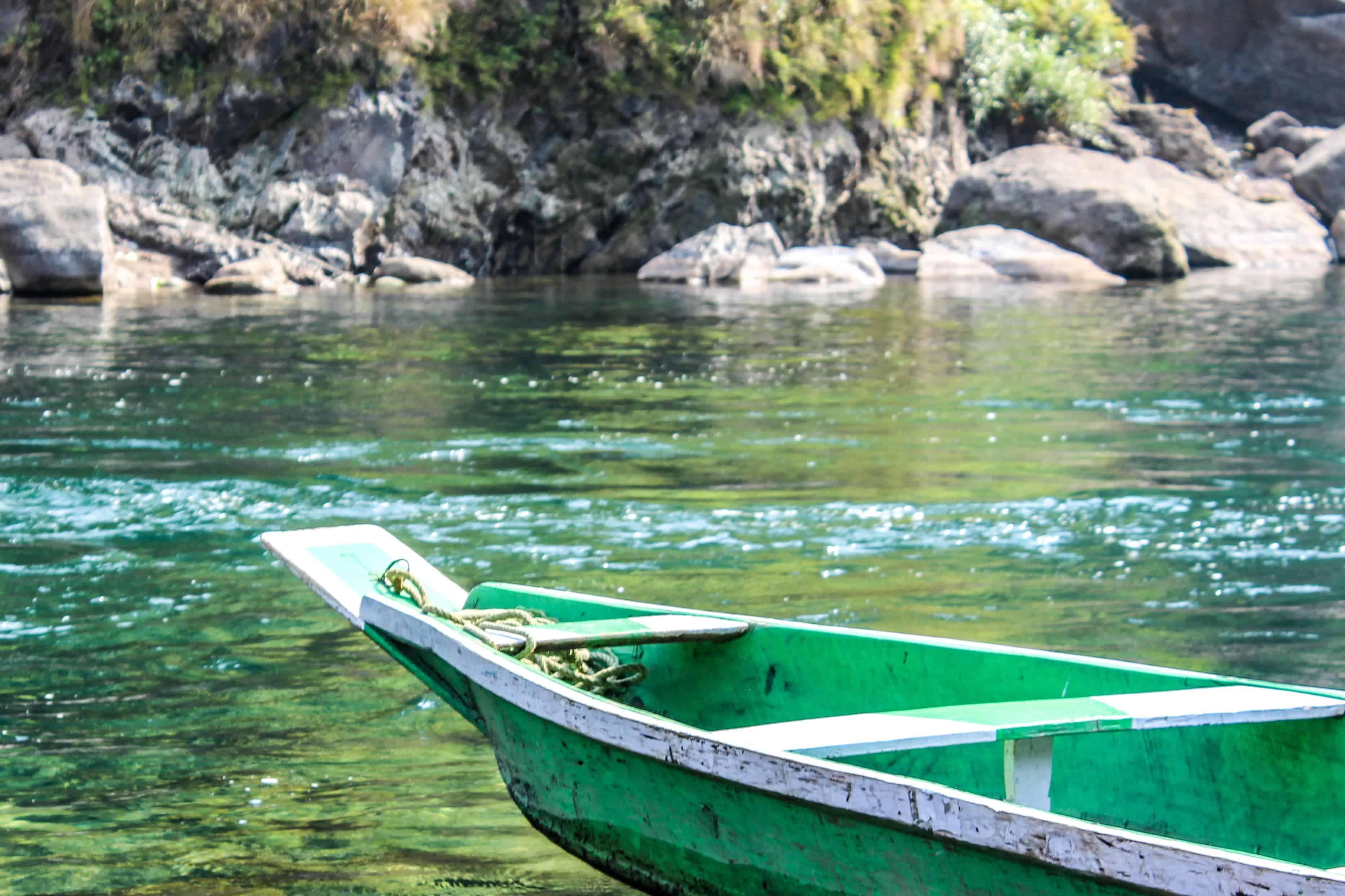 A boat on Umngot River in dawki